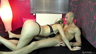 Naughty blonde MILF babe Julia Pink wants her tight asshole fucked